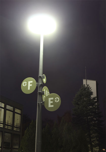 Leitsystem beleuchtet in der Dunkelheit
