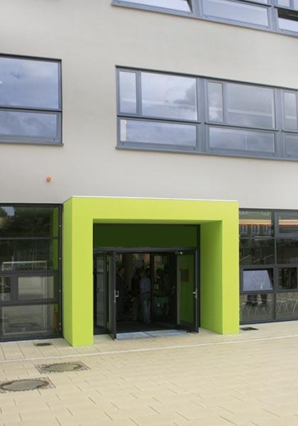 Eingang der Mittelschule